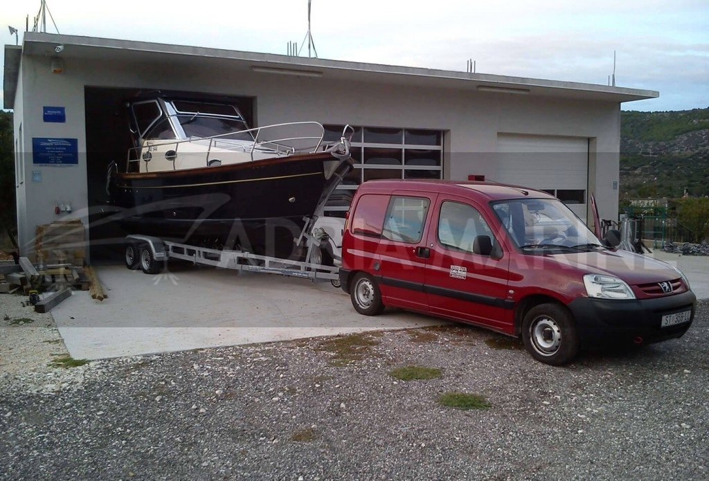 Spremanje brodice u hangar