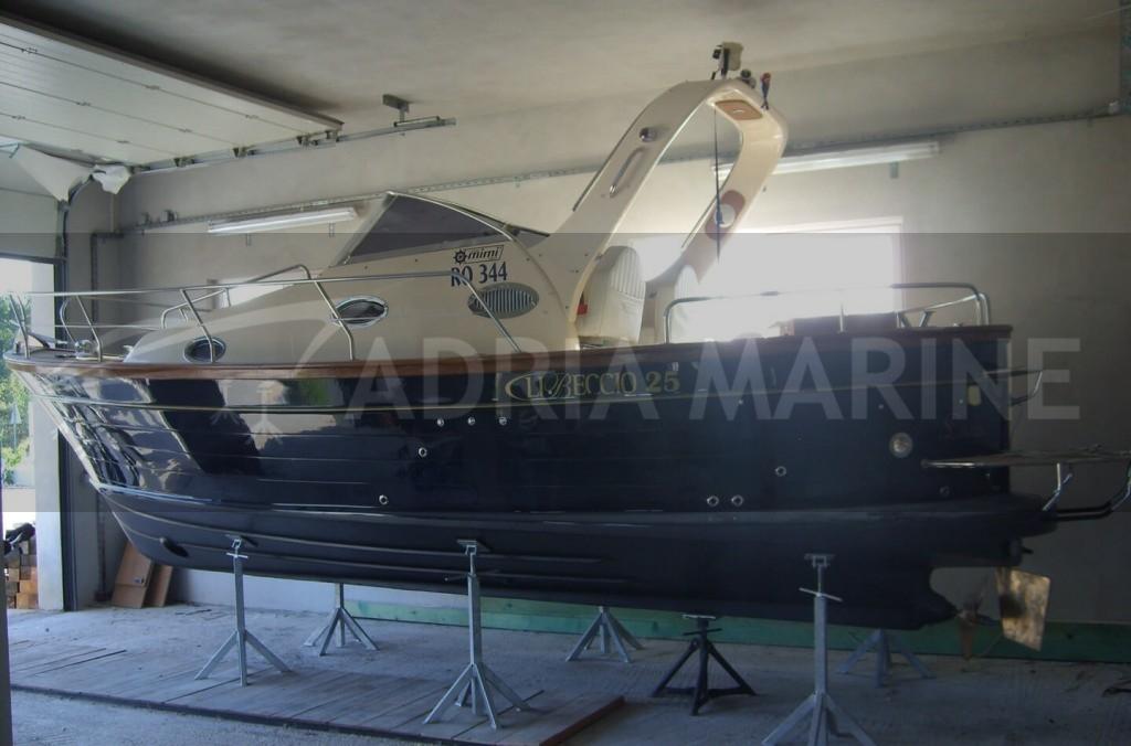 Brodica u hali